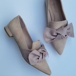 Shoe Dazzle pointed toe flats with bow size 7.5